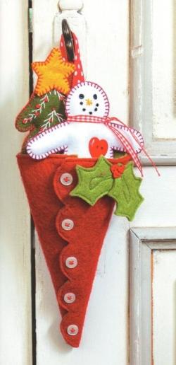 4_christmas-wreaths-and-garlands-cone - Valerie Nesbitt - valerie