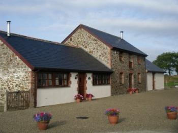 4_villavin-cottage-exteriors - Valerie Nesbitt - valerie