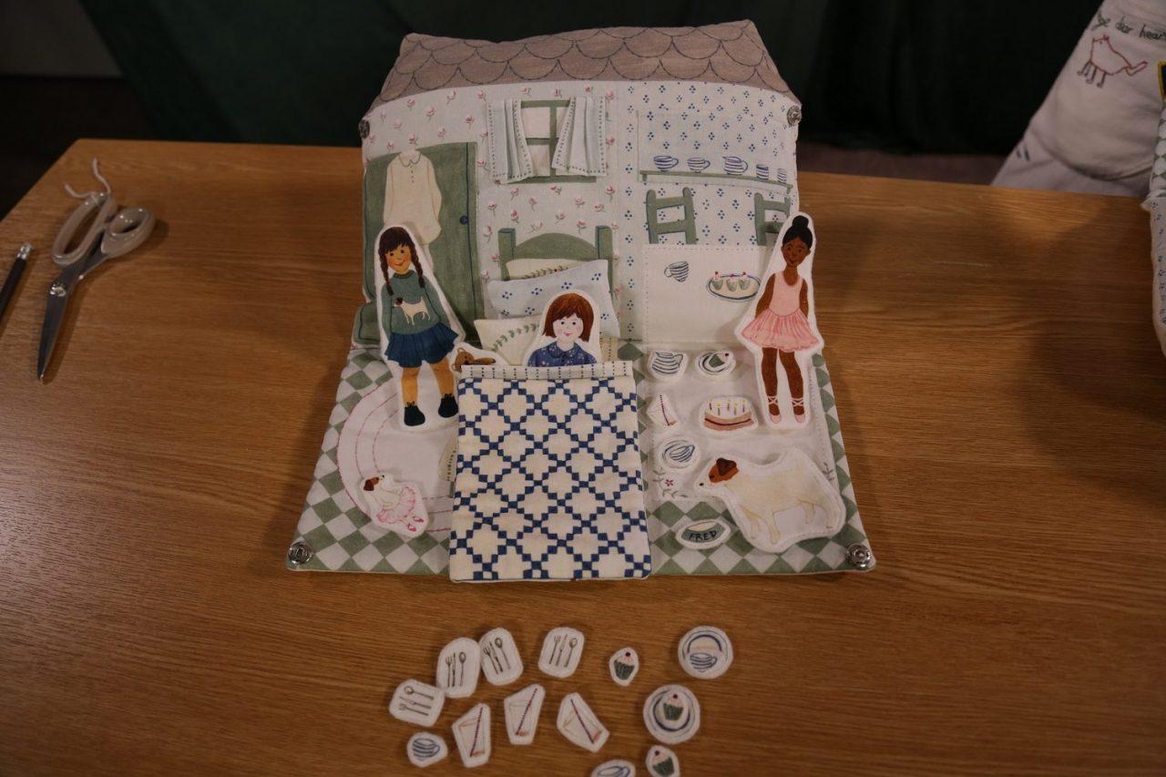 5_dolls-house-2
