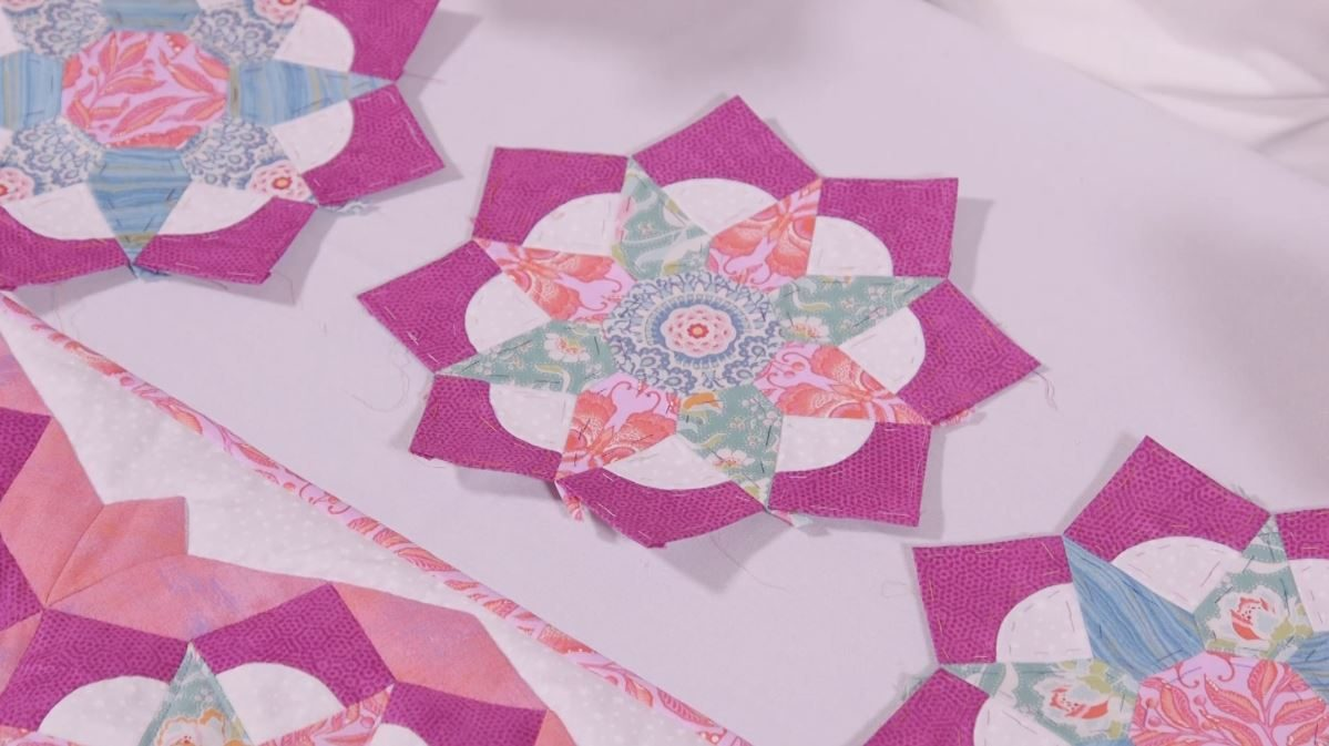 Tudor Rose Table Runner - Part 2 Curved Pieces with Nancy Adamek