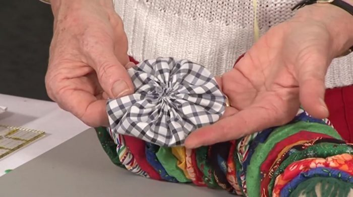 How to make a Suffolk Puff (or Yo-Yo)With Jennie Rayment