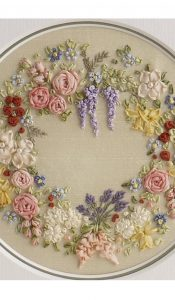 Miniature Garland of Flowers pattern by Lorna Bateman (download)