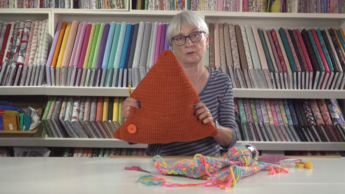 Crochet triangle huggy cushion with Jane Czaja